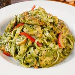 Fetuccini al Pesto con Pollo