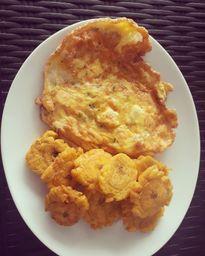 Tortilla de Huevo con Patacones