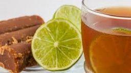 Agua Panela con Limón