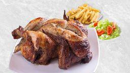 Pollo a la Brasa Acompañado de Papas Fritas y Ensalada