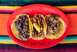 Tacos con bebida