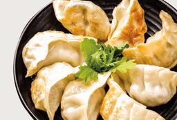 Dumplings Fritos de Chancho y Camarones