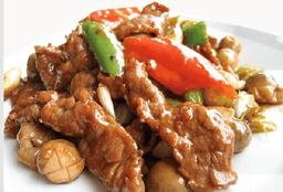 Carne de Res Salteada con Cebolleta