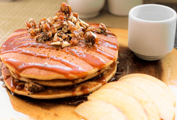 Pancakes de Manzana, Caramelo y Nuez