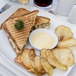 Sándwich Clásico de Pollo