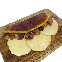 Cachapa con Queso de Mano y Chancho Frito