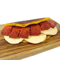 Cachapa con Queso de Mano y Chorizo Ahumado de Res