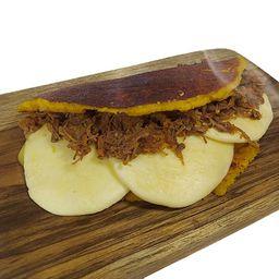 Cachapa con Queso de Mano y Carne Mechada